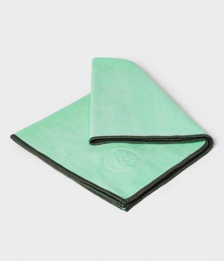 Manduka eQua Green Ash žalia mikrofibra rankšluostis prakaitui veidui ir rankoms